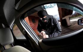 دزدی گوشی از داخل ماشین