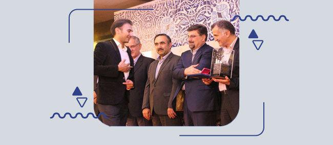 دریافت-جایزه-کسب-و-کار-هوشمند-از-معاونت-وزیر-ارتباطات-توسط-سامانه-همیاب-۲۴
