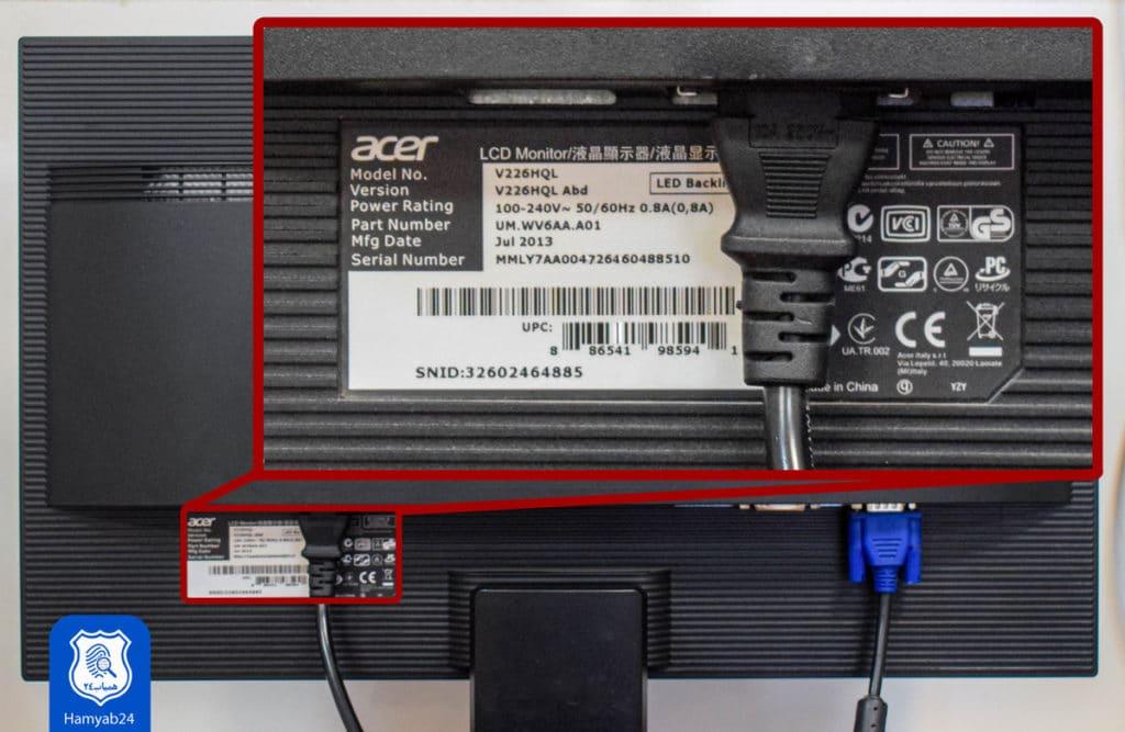 شماره سریال بهمراه اطلاعات جزئی از مانیتور بصورت برچسب در قسمت اتصالات پشت مانیتور قرار گرفته است